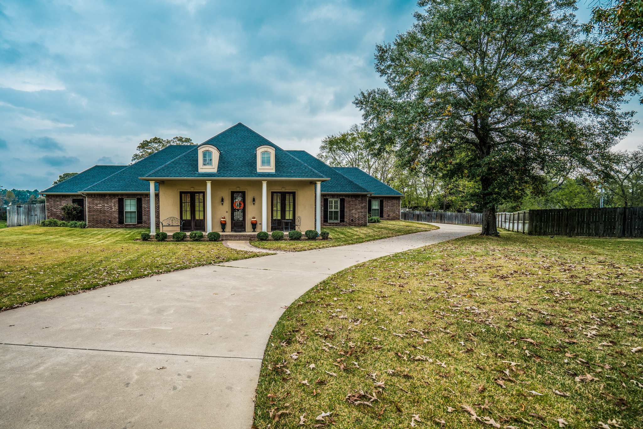 2105 McDade - Yumba Real Estate Photography in Longview, TX